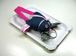 Schlüsselanhänger Blau mit pinken Beinen