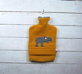 Wärmflasche 2.0l - Senffarben mit Nilpferd