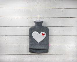 Wärmflasche 2.0l, grau mit weißem Herz
