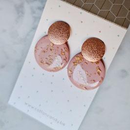 Oorstekers met ronde hanger roze+ goud