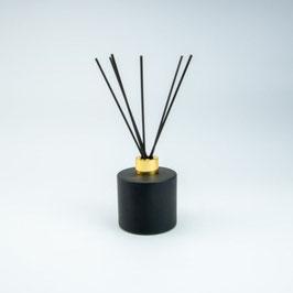 Huisparfum groot zwart met gouden dop en geurstokjes 200ml