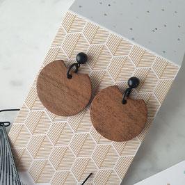 Oorstekers zwart met houten hanger