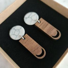 MOON: oorstekers marmer met lange hanger hout