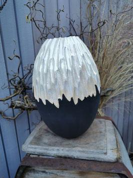 Vase halb geschnitzt , 32cm hoch