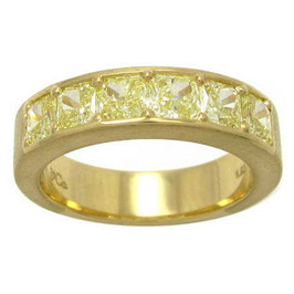 1.92 Carat, 18K. Yellow Gold Diamond Band set with Radiant Cut Fancy Yellow Diamonds 1.92cts, Radiant