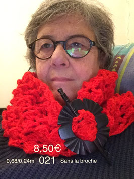 021 Snood rouge (sans la broche)
