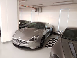 Aston Martin DB9 Bond Edition (1/150)