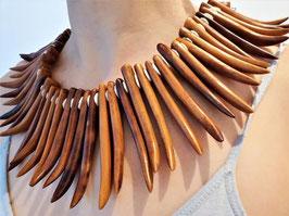 An extraordinary Vintage bone necklace, Wasekaseka or Wàseisei, Tribal art