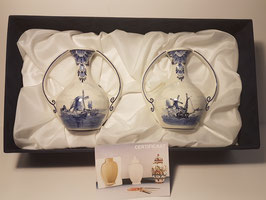 A pair of Delft Blue Vases Hand Painted ceramic Delft blue vases in velvet box