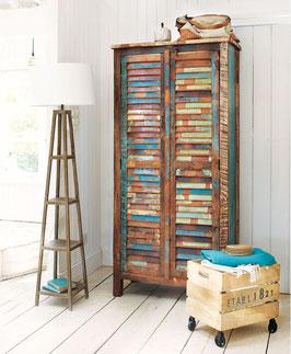 Guardaroba in legno riciclato
