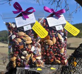 écorecharge : mélange d'amandes, olives, graines de tournesol et citrouille et cynorhodons sauvages