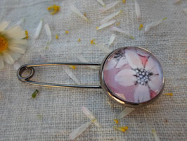 Broche épingle , cabochon de 16 mm, fleur rose