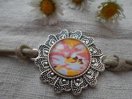 Bracelet cabochon de 20 mm, fond jaune et rose.