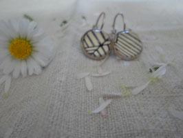 Boucles d'oreilles cabochons 12 mm sans nickel, rayé noir et blanc.