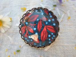 """Broche de 25 mm, """"fond bleue et feuilles rouges """""""