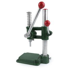 Knopfmaschine zum Beziehen von Knöpfen