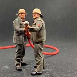 Figurendesign Bauer   AM C-ROHR / Feuerwehr BRD 1960/70  1:45