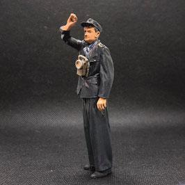 Figurendesign Bauer   Rangierer 3 DR 1960 (ein Arm hoch) 1:45