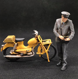 Figurendesign Bauer   Geldbote mit Moped BRD 1960 1:22,5 / IIm