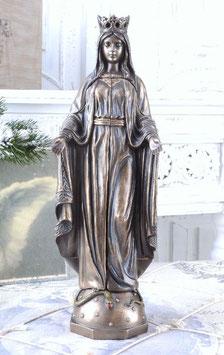 Mutter Gottes Hausaltar sehr fein gearbeitet aus Keramikmasse gearbeitet.