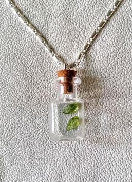 Peridotflasche Nr 5 mit 2 echten Peridotsteinen zusammen 3 Carat