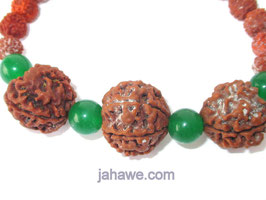 Rudrakshaarmband für Merkur oder Jungfrugeborene mit grünen Steinen und 2 x 4 Augen Rudraksha und eine 6 Augen Rudrakscha