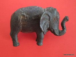 Rückendeckung Elefant aus Eisen. ca 350 Gramm schwer