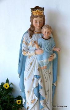 Madonnenstatue mit Jesus Kind aus der ersten Hälfte des 20 zigsten Jahrhundert aus Porzellan