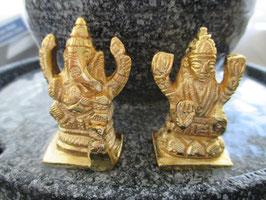 Ganesha und Maha Lakshmi aus strahlendem Messing Sie bekommen beide Figuren zu dem Preis.