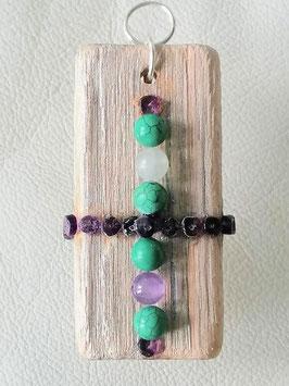 Holzanhänger Schutz  mit echten Amethysten 15 kleine Steine, 1  Amethystkugel, 4 echte Türkiskugeln 7mm, und ein echter  Beryll 7mm