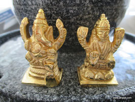 Maha Lakshmi  rechte Figur 5,5cm hoch massiv Messing strahlend hell