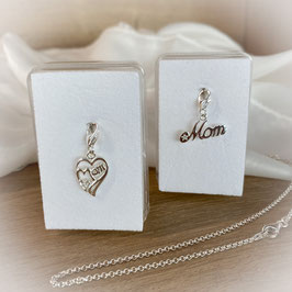"""Anhänger """"Mom"""" in echt Silber auf Karabiner"""