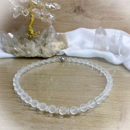 Bergkristall Kette aus matten 8mm Perlen und geschliffenen Rondellen, Magnetverschluss