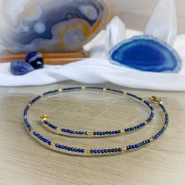 Lapislazuli Edelsteinkette,  facettierte 2mm Perlen, goldene Glasperlen