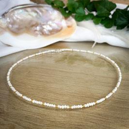 Süßwasser-Perlen Kette mit goldenen Perlen