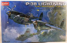 P-38 LIGHTNING  (academy)