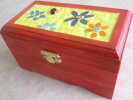 Boîte petites fleurs et coccinelle (différents modèles)