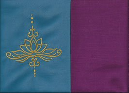 Lotusblüte Blau + Beere