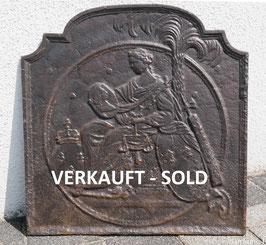 Justitia sitzend mit Bourbonenwappen - Justitia with Coat of Arms of Bourbon