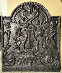 ID 261  Lyra und Trompeten Louis XIV  -  Lyre and trumpets in Louis XIV - Style