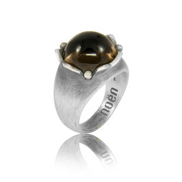 Ring aus der Serie 'rose flower' Silber Rauchquarz mit Brillanten