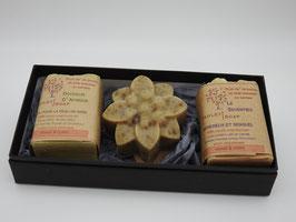 Coffret de trois savons - forme fleur huit pétales