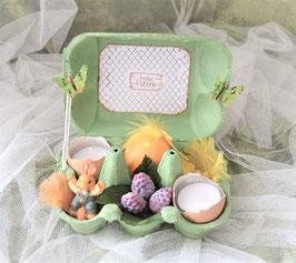 Tischdeko grüne Eierschachtel gefüllt.