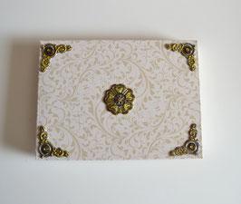 Geschenkschachtel beige mit 3-D Sticker