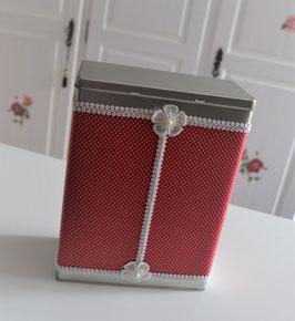 Vorratsdose rot-weiß mit Stoff und Spitzenbordüre