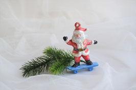 Nikolaus auf Skate Board rot-weiß