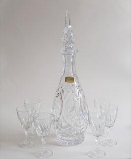 Omas Likörflasche mit 6 Gläsern