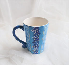 Blaue Tasse aus Keramik
