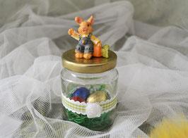 Schraubglas mit grünem Karoband und Hase