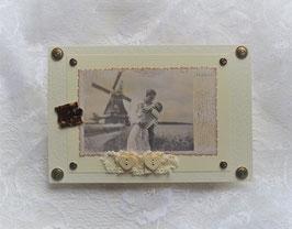 """Nostalgiekarte """"Ich liebe Dich"""" mit Spitze und Herzknöpfe"""